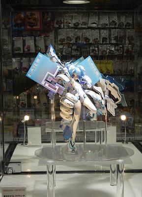 【ネプテューヌ】amiami×AMAKUNI「ネプテューヌ ホワイトハート」フィギュア秋葉原展示中
