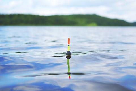 lake-905605_640
