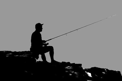 fisherman-1439699_640