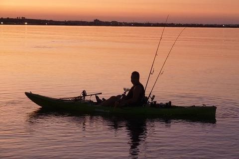 kayak-fishing-332644_640