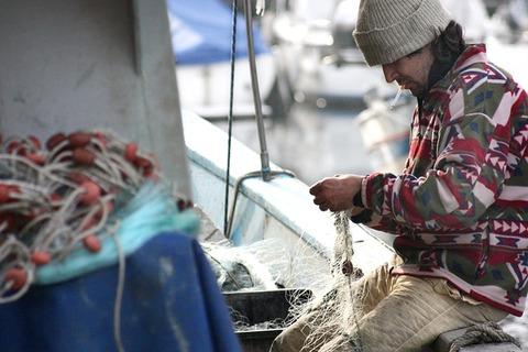 fisherman-449280_640