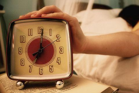 睡眠時間6時間以上の奴って人生無駄にしてる自覚ないんか?