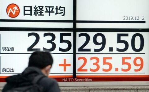 日経平均株価が今年最高値、2万3529円