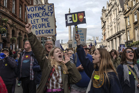 イギリス「どうしてもEU離脱したくない」ロンドンで100万人が怒りのデモ