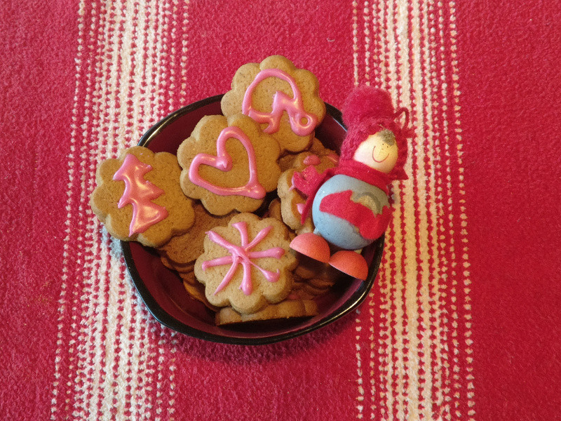 gingerbread_cookies_finland_800px