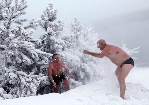 winter-swimming-Russia5-550x387