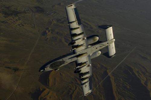 旋回する戦闘機
