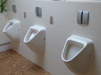【画像あり】パチ屋のトイレでとんでもない物が発見されてしまう・・・