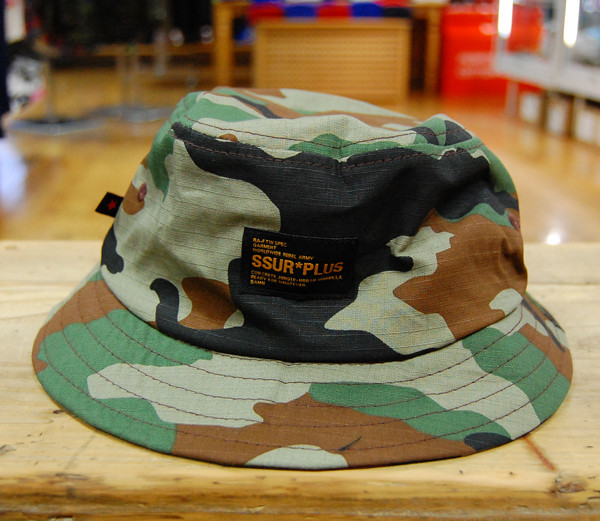 401f0117cb1 SSUR PLUS WOODLAND CAMO BUCKET   ¥6.200+税