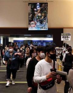 「鬼滅の刃」劇場版初日興収10億円超 100億へ