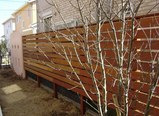こちらは別の現場。隣地境界の小規模リフォーム工事は、先週、終了しています。西洋漆喰と天然木です。(ナチュラル&オーダーメイドの庭・外構ガーデンハーモニー)