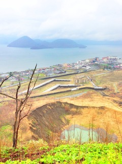 Lake_touya_and_volcano_usu