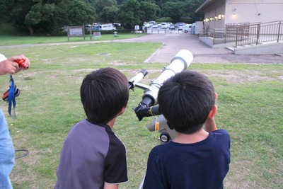 望遠鏡のぞく (1)