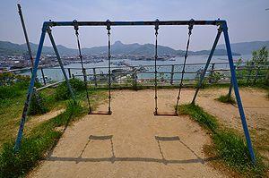 300px-Swing_seat_at_Ouji-jinja
