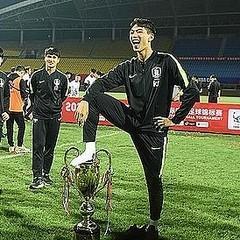 韓国、優勝トロフィー踏みつけ謝罪 中国のサッカー大会