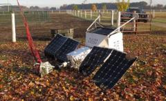 米ミシガン州の農地に人工衛星が墜落 ボディには「Samsung SpaceSelfie」