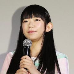 どう見ても小学生!? Fカップ・長澤茉里奈 ロリ過ぎ投稿写真
