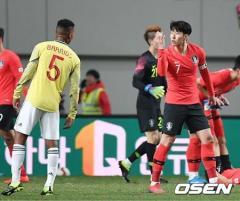 """サッカー 韓国ソン・フンミン、""""お前らはうるさい""""ジェスチャーで袋叩きに"""