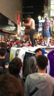ハロウィーンの渋谷、逮捕者5人 囲まれた軽トラは横転