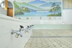 男湯に入る女性清掃員はなぜ許される? 施設側の配慮は必要