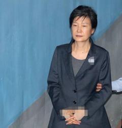 朴槿恵元大統領、食事もせず1日中動かずの放心状態 韓国