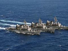 海自基地内で勤務中に性行為、男女3隊員を停職