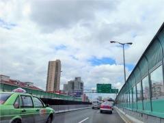 高速道路のETCレーンで不正横行、前車に接近し開閉バーが閉じる前にするりと通行―中国