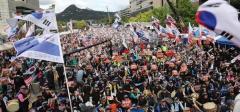 韓国国民の怒り沸騰、大統領退陣要求デモに沈黙の文在寅