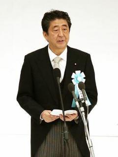 安倍内閣、中韓に一定配慮 首相と閣僚、靖国参拝見送り
