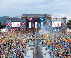 欅坂46 初の野外ワンマンツーデイズに25,000人が大熱狂!