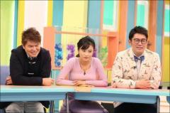 小島瑠璃子、ニット巨乳姿で「おっぱいオンザテーブル」!