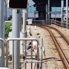 下半身露出で線路に座り込み 新宿〜代々木駅一時電車停止