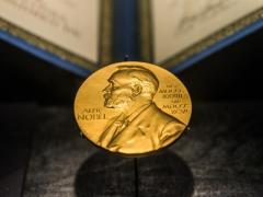 【朗報】ノーベル平和賞 文大統領と金正恩受賞せずwwwww受賞者は性被害訴える2名