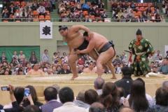 救命女性に「土俵から下りて」大相撲巡業、舞鶴市長倒れ