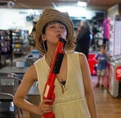 吉岡里帆インスタで渓谷のスジ露出に女性から批判の声