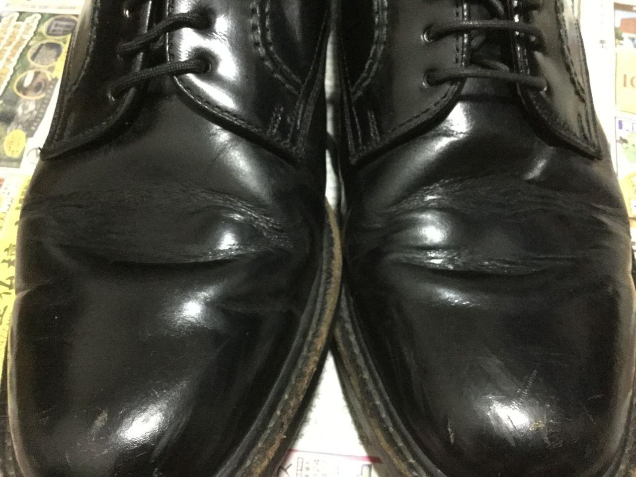 この靴は、主に靴の甲~コバのあたりにダメージが集中しているもよう(他の部分は割ときれいでした)。