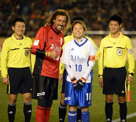 東日本大震災の復興支援を目的としたサッカーの慈善試合…3万674人の観客が詰め掛け、入場料は全額復興支援に!