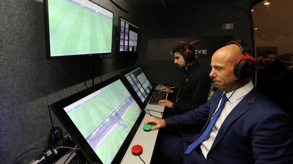 【ロシアW杯】VAR導入が決定!FIFA会長「この決定をうれしく思う」批判的な意見がサポーターやコーチ陣からは噴出..