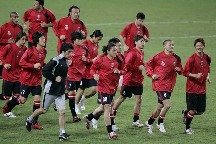 闘莉王や小野、長谷部の顔も見える、2007年の浦和レッズ
