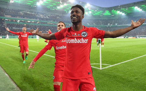 フランクフルトがPK戦制し11年ぶりのドイツ杯決勝進出…長谷部はスタンド観戦
