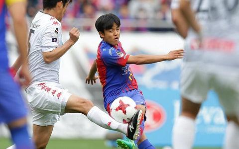 久保建英、直接FKで会場を沸かすも…永井の移籍後初得点でFC東京が札幌を下す