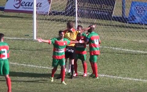 ブラジルの2部リーグで珍事 ボールボーイへの攻撃で退場処分