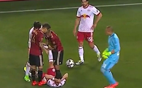 これはひどい…MLS新チーム、開幕戦での一発レッド