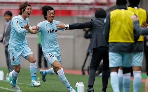 中村俊輔の強烈ミドル炸裂!磐田が3得点で鹿島を下し2連勝達成