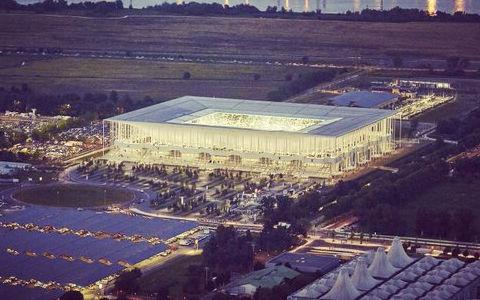 世界最高のスタジアムにも選ばれたボルドーのホームスタジアム…VIPルームで試合を観ると、こんな感じ
