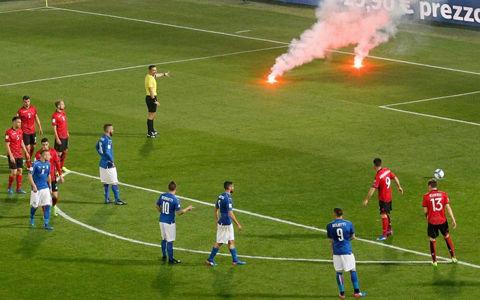 発煙筒で試合中断も…イタリアが2発完封でアルバニアに勝利、ブッフォンは1000試合達成