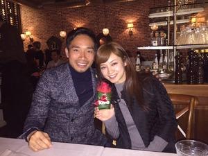 長友、妻・愛梨と入籍後初の2ショット バレンタインにファン「アモーレ」