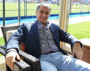 【サッカー】トルコの名将「日本は香川や長友のように国際舞台で活躍する選手が40~50人くらいになると期待していたから現状は少し残念」