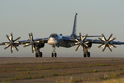 800px-Tupolev_Tu-95_Marina