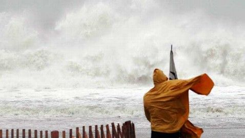 ap_superstorm_sandy_wave_crash_rehoboth_beach_thg_121029_wblog